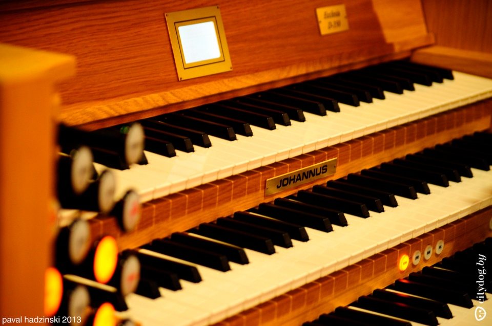 Church of St. Simon and St. Helen organ paval hadzinski